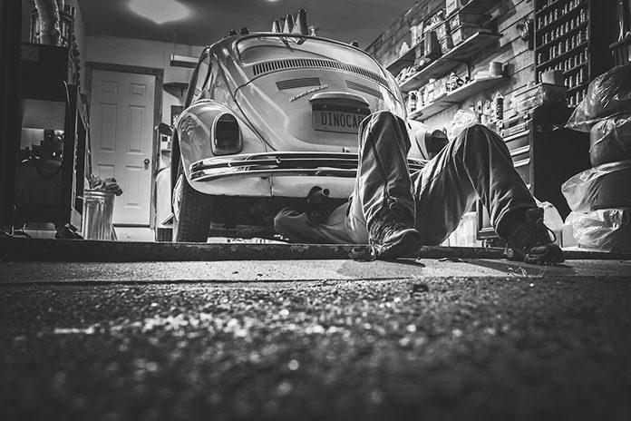 Jak sprawdzić stan płynów w samochodzie?