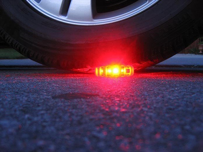 Bezpieczeństwo na drodze. Jakie oświetlenie zabrać ze sobą w podróż?